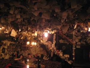 De 'For Sale' Bar - met duizenden briefjes van (veelal) toeristen.